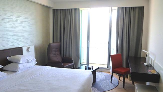 Referenz Sheraton Hotel Tel Aviv - Relaxsessel Rocky im Executive Club Zimmer