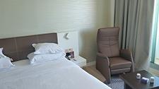 Referenz Sheraton Hotel Tel Aviv - Schlafsofa und Sessel Sylvie als Zimmerausstattung klein