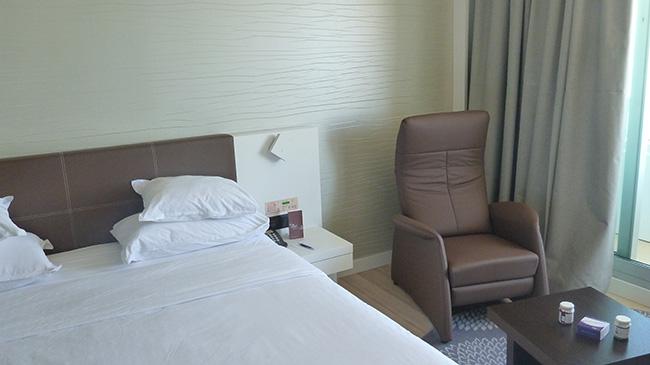 Referenz Sheraton Hotel Tel Aviv - Schlafsofa und Sessel Sylvie als Zimmerausstattung